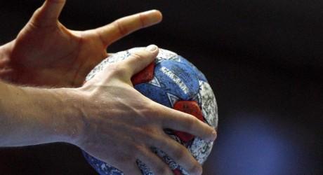 ARCHIV - Der WM-Matchball, aufgenommen während der Handball-Weltmeisterschaft in Kroatien (Archivfoto vom 27.01.2009). Der Handball hat nach Meinung von Frank Bohmann ein massives Korruptionsproblem. «Dass es im Handball ein Korruptionsproblem gibt, ist nicht mehr von der Hand zu weisen. Ich sehe die einzige Chance darin, dass wir unter Zuhilfenahme von externen Experten den Sumpf trockenlegen müssen», sagte der Geschäftsführer des Ligaverbandes HBL am Samstag der Deutschen Presse Agentur dpa. Und weiter: «Wenn wir das halbherzig machen, können wir die Segel streichen.». Foto: Jens Wolf dpa (zu dpa 0296 vom 14.03.2009) +++(c) dpa - Bildfunk+++null