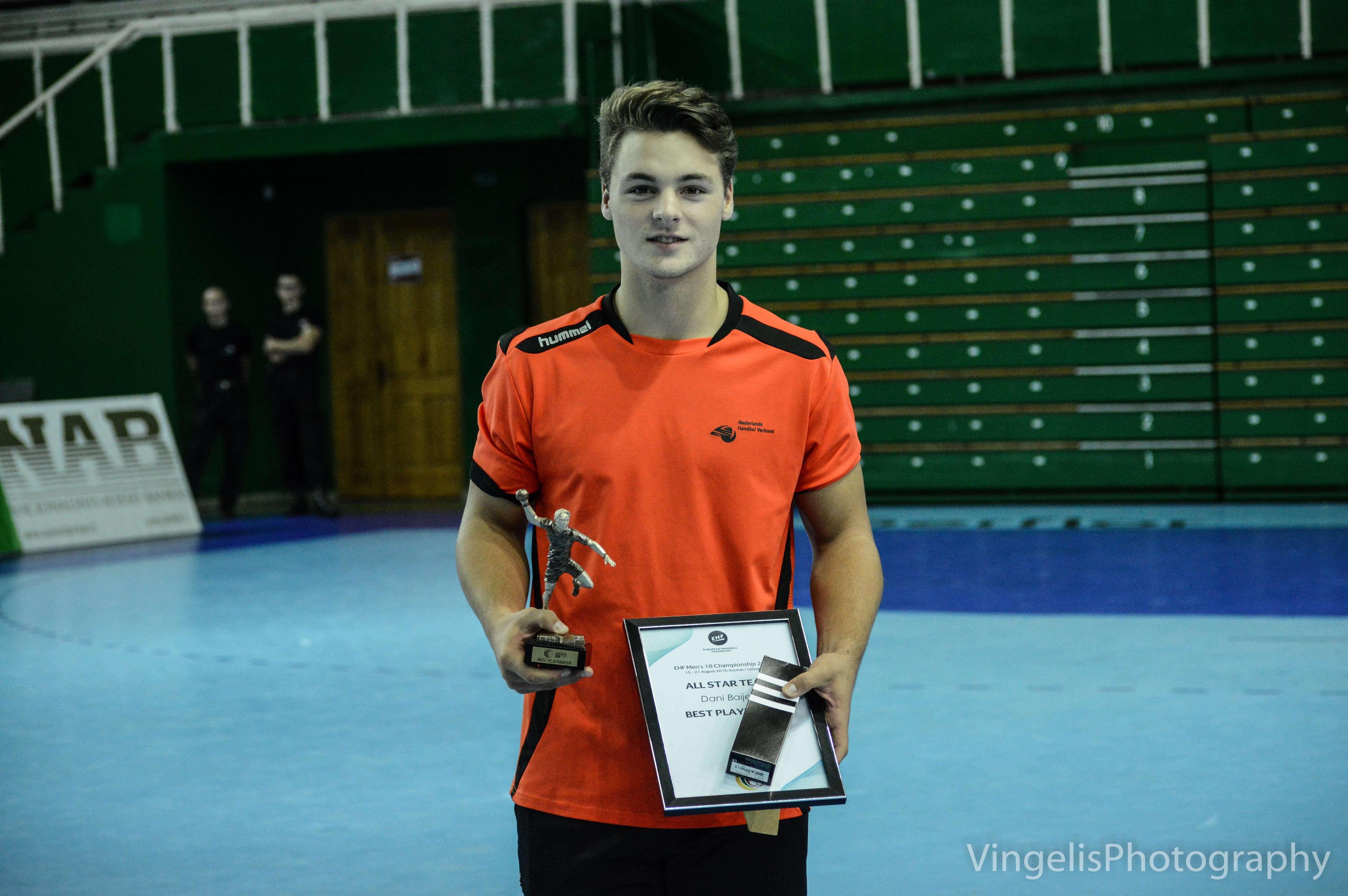 awards-ceremony-160821-7986