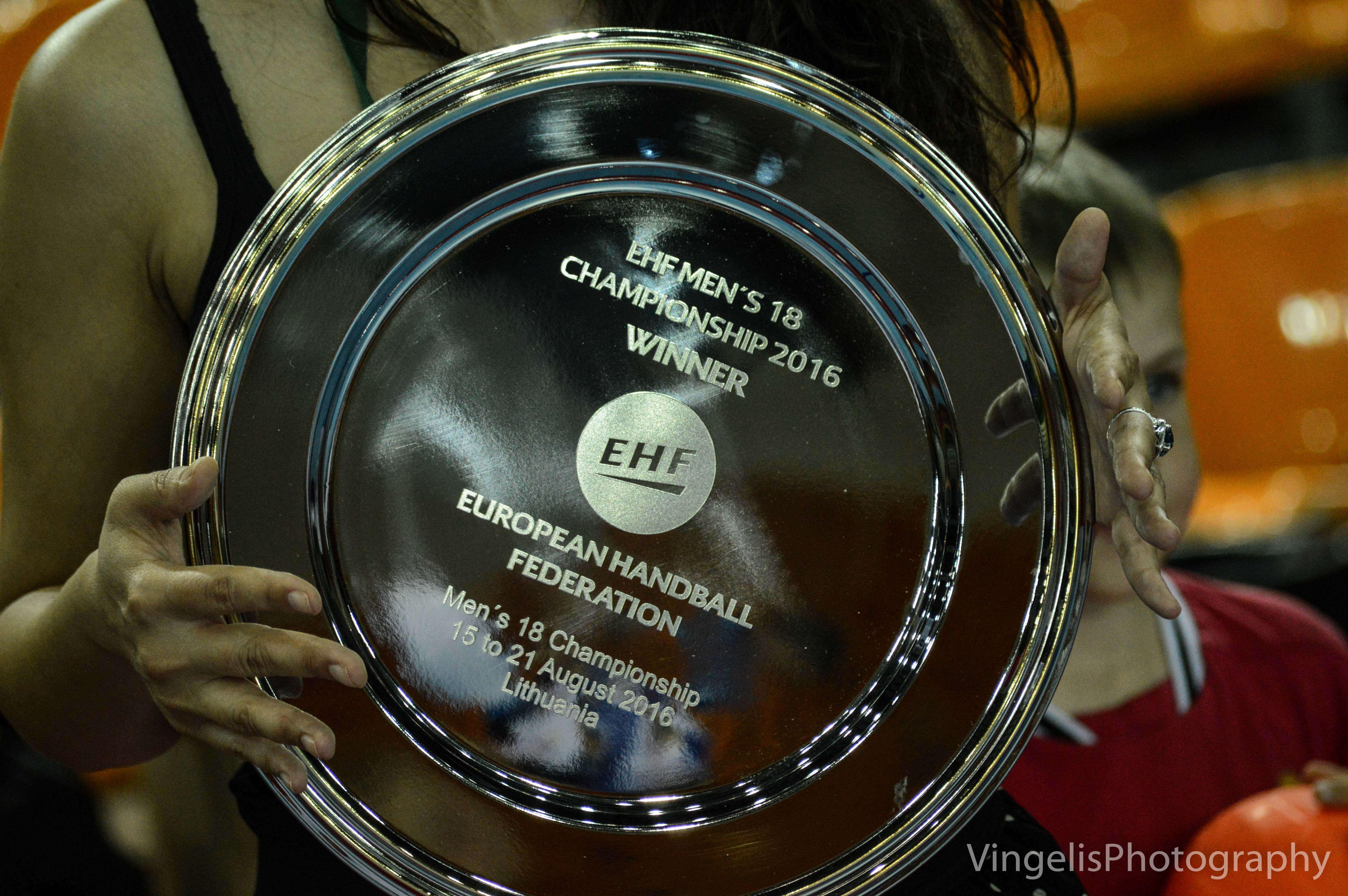 awards-ceremony-160821-8272