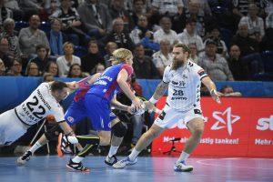Ole Rahmel (THW Kiel) und Pavel Horak (THW Kiel) gegen Aidenas Malasinskas (HC Motor Saporischja), Handball, Männer, THW