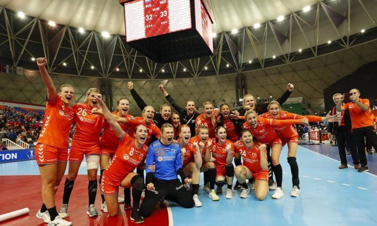 Į pasaulio čempionato finalą žengė Nyderlandų ir Ispanijos rinktinės